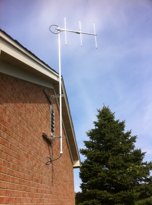 Omni Directional Antenna Mounted on a Building